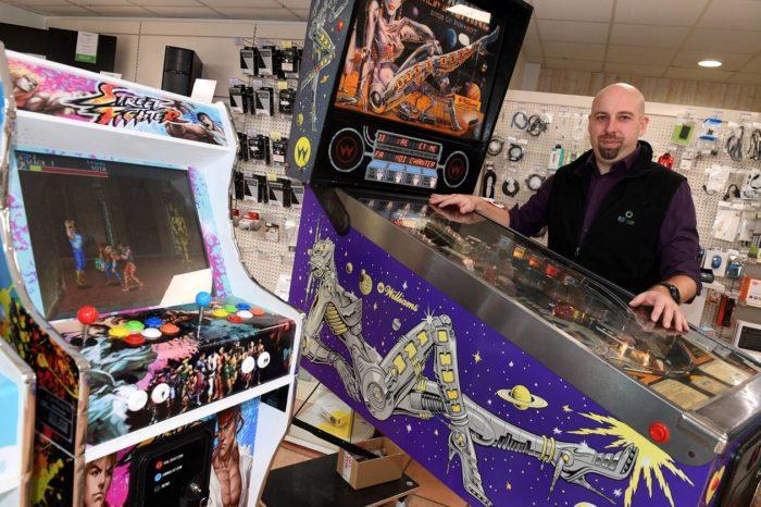 Réparation flippers et jeux d'arcade